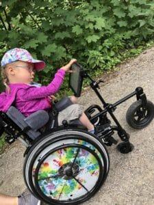 Lea im Rollstuhl