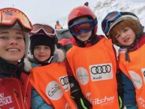 Valerie Huber mit Skikindern