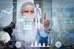 Wissenschaftler vor durchsichtigem Touchscreen