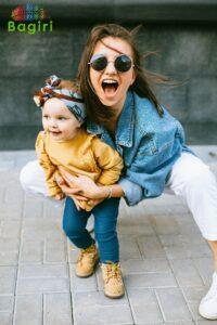 Junge Frau und Mädchen