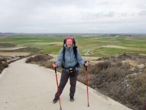 Julia Bierenfeld mit Walkingstöckern