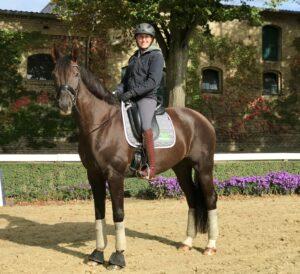 Gianna Regenbrecht auf einem Pferd
