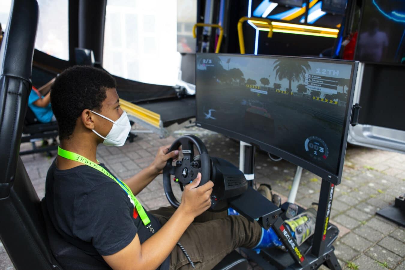 """Bild \""""Team Fordzilla mit barrierefreiem """"Gaming Transit"""" unterwegs\"""""""